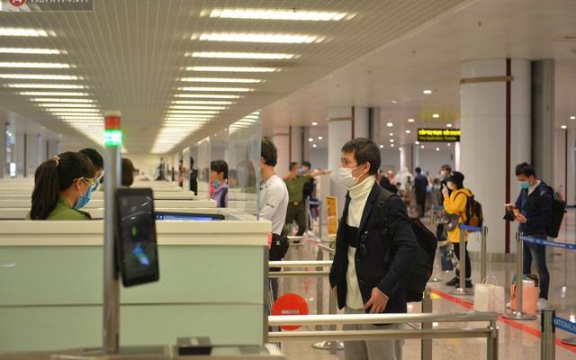 Kết quả hình ảnh cho Tạm dừng nhập cảnh tất cả người nước ngoài vào Việt Nam, người gốc Việt có giấy miễn thị thực từ 0 giờ 22/3