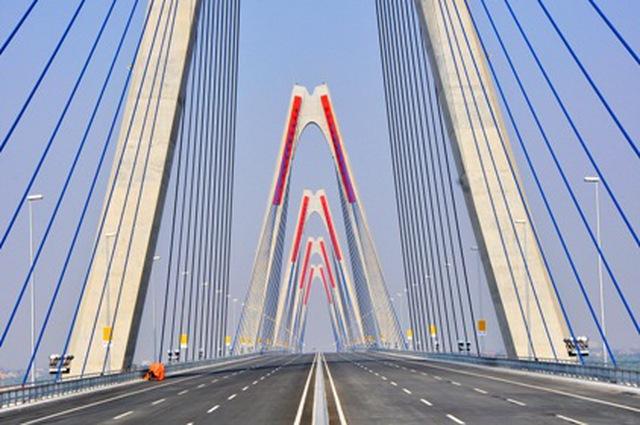 Cận cảnh cầu Nhật Tân - cây cầu dây văng dài nhất Việt Nam trước ...