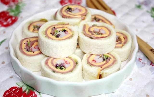 Sandwich cuộn tròn vo đầy dinh dưỡng