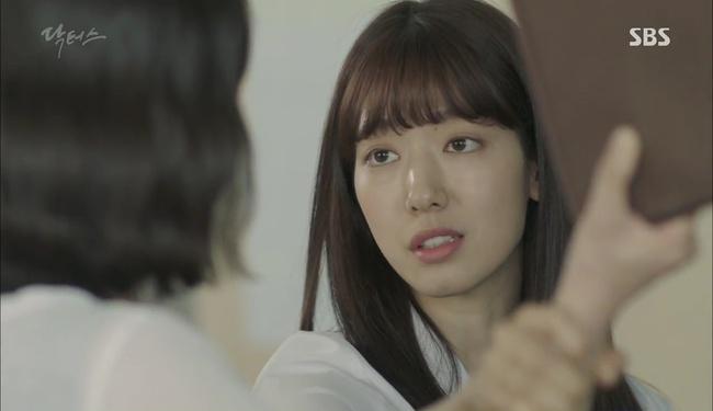 """""""Doctors"""": Kim Rae Won có thật sự cho Park Shin Hye ăn roi mây? - Ảnh 8."""