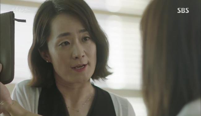 """""""Doctors"""": Kim Rae Won có thật sự cho Park Shin Hye ăn roi mây? - Ảnh 9."""