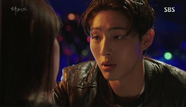"""""""Doctors"""": Kim Rae Won có thật sự cho Park Shin Hye ăn roi mây? - Ảnh 17."""