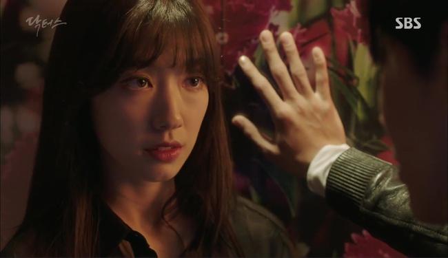 """""""Doctors"""": Kim Rae Won có thật sự cho Park Shin Hye ăn roi mây? - Ảnh 18."""