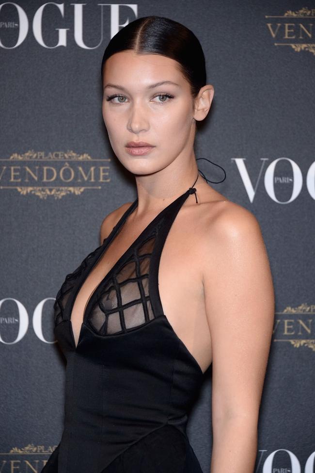 Sau khi Kendall Jenner xỏ khuyên ngực, dân tình đổ xổ diện áo xỏ khuyên siêu độc đáo - Ảnh 2.