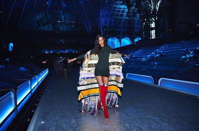 Cựu thiên thần Doutzen bất ngờ xuất hiện tại buổi tổng duyệt Victorias Secret Fashion Show 2016 - Ảnh 3.