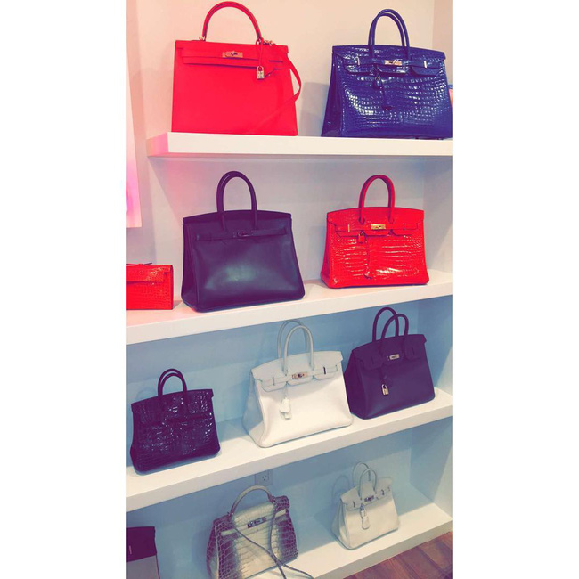 Nếu Kylie Jenner có tủ giày như đại lý thì mẹ cô nàng cũng có cả kệ đầy túi Hermes như cửa hàng - Ảnh 4.