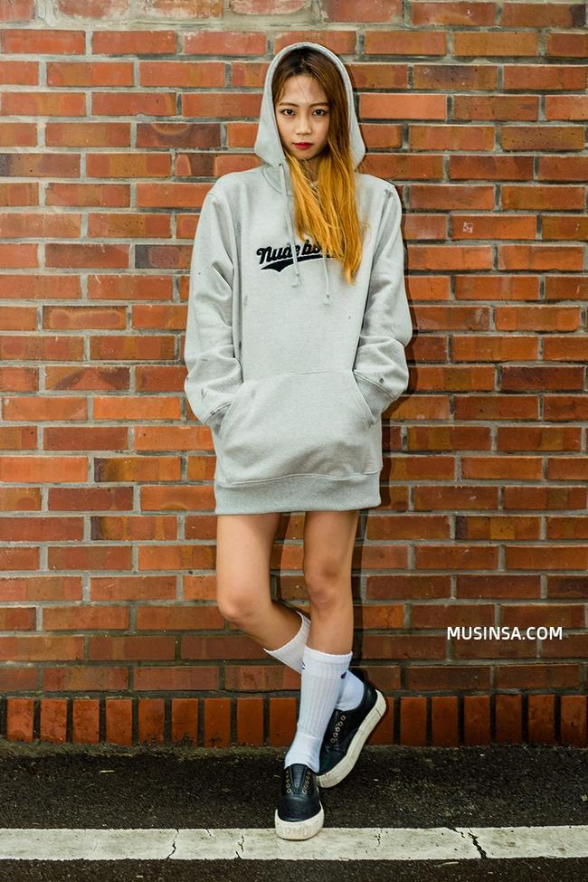 Mặc kệ các loại áo trendy khác, cứ thu sang là áo hoodie vẫn cứ hot như thường - Ảnh 6.
