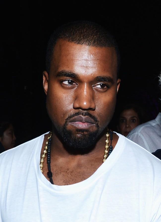 Kanye West bị tố nhập áo 55.000 đồng, in thêm chữ rồi bán với giá 2 triệu đồng - Ảnh 9.