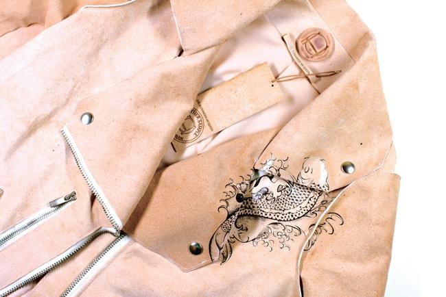 Ý tưởng độc-dị: Sản xuất áo khoác và túi từ... tế bào da của NTK quá cố Alexander McQueen - Ảnh 3.