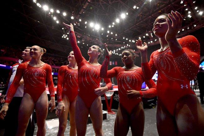 Mỗi vận động viên tuyển thể dục dụng cụ Mỹ tại Olympic đều sở hữu set đồng phục gần 300 triệu đồng - Ảnh 2.
