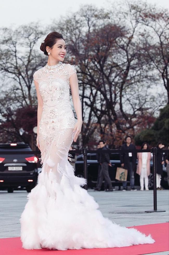 Chi Pu trên thảm đỏ Asia Artist Awards: Thật may mắn vì lần này Chi mặc đẹp! - Ảnh 2.
