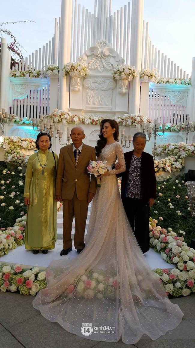 Ngắm trọn bộ 7 chiếc váy cưới, 4 bộ áo dài cùng loạt phụ kiện xa xỉ của cô gái thời tiết Mai Ngọc - Ảnh 2.