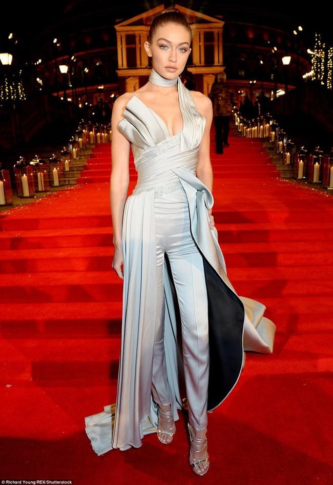 Kiêu sa là thế, vậy mà Gigi Hadid lại mắc cái lỗi đáng ghét này khi nhận giải Người mẫu của năm! - Ảnh 1.