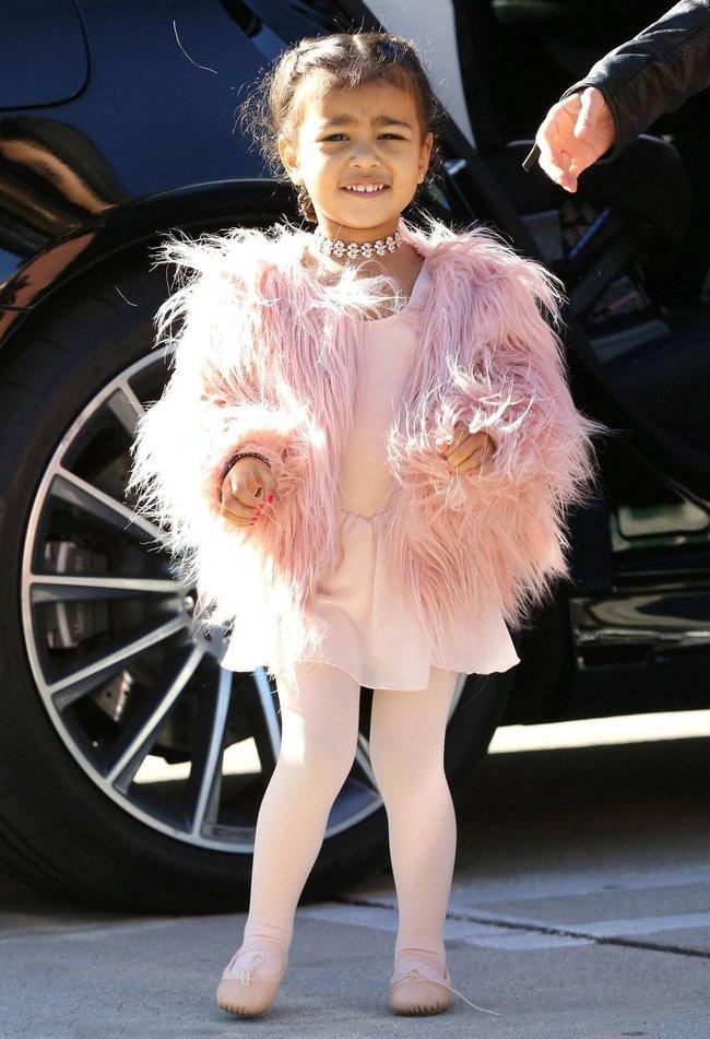 Không phải ngôi sao nào mà cô con gái 4 tuổi của Beyoncé mới là người diện bộ đồ đắt nhất đến VMAs - Ảnh 10.