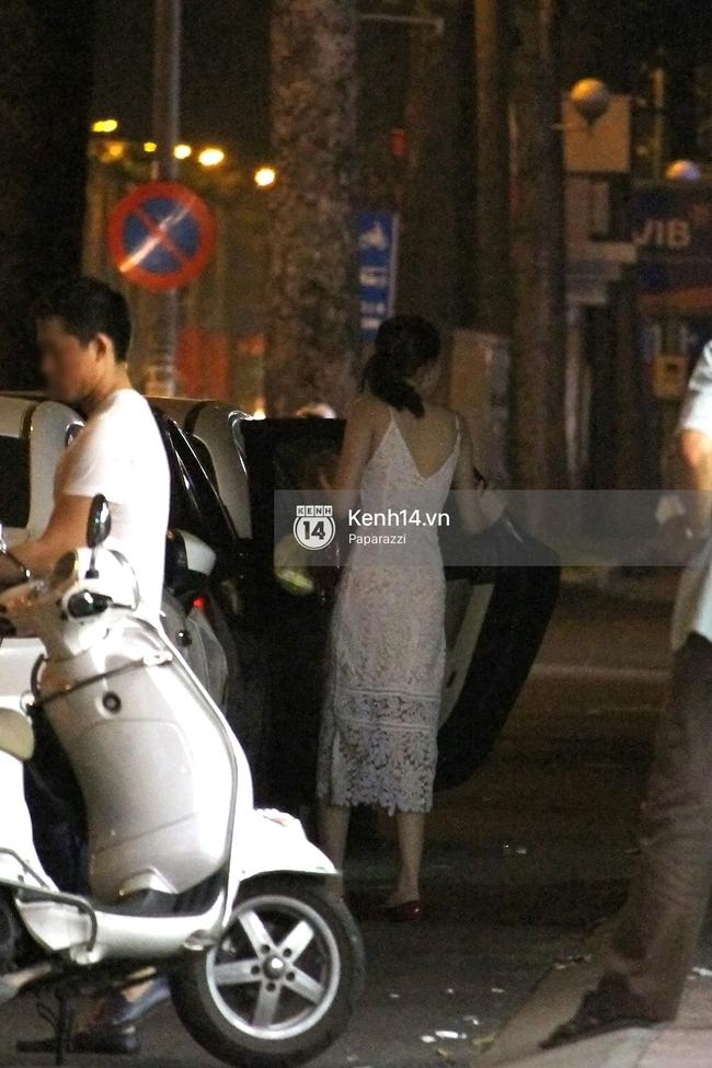 Hoa hậu Thu Thảo diện váy trắng, thoải mái ngồi ăn ốc trên lề đường - Ảnh 6.