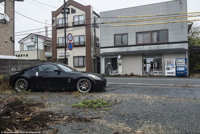 Chùm ảnh: Những bức hình ám ảnh về thị trấn ma sau thảm họa nhà máy hạt nhân Fukushima, Nhật Bản 2011 - Ảnh 10.