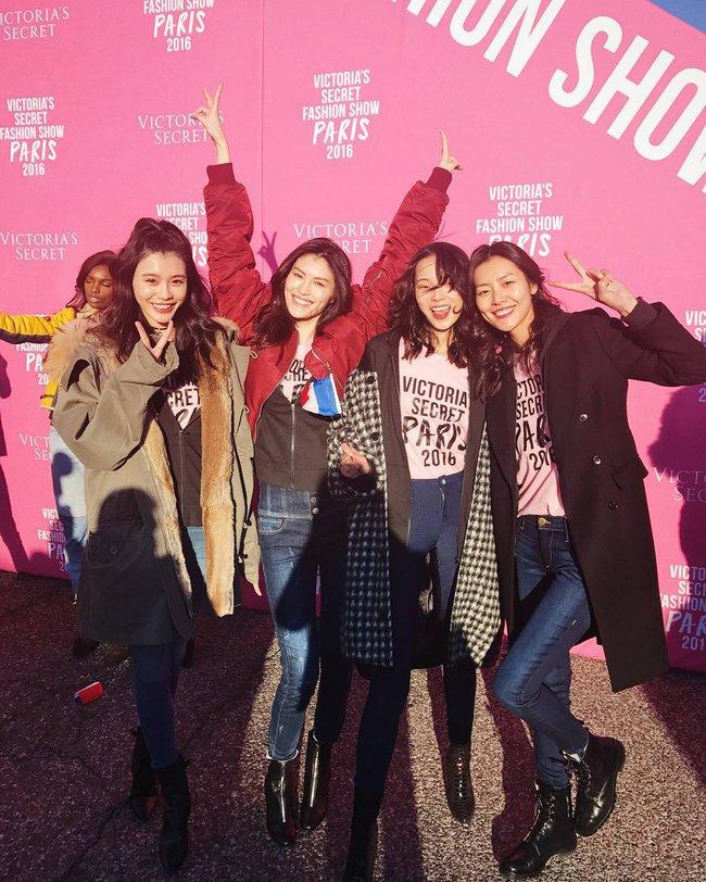 Dàn thiên thần Victorias Secret tưng bừng lên đường sang Paris chuẩn bị cho VSFS 2016 - Ảnh 14.