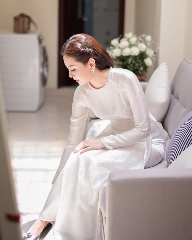 Ngắm trọn bộ 7 chiếc váy cưới, 4 bộ áo dài cùng loạt phụ kiện xa xỉ của cô gái thời tiết Mai Ngọc - Ảnh 20.