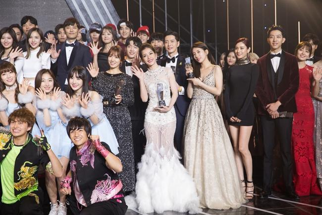 Chi Pu trên thảm đỏ Asia Artist Awards: Thật may mắn vì lần này Chi mặc đẹp! - Ảnh 5.