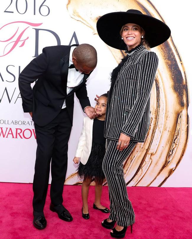 Không phải ngôi sao nào mà cô con gái 4 tuổi của Beyoncé mới là người diện bộ đồ đắt nhất đến VMAs - Ảnh 6.