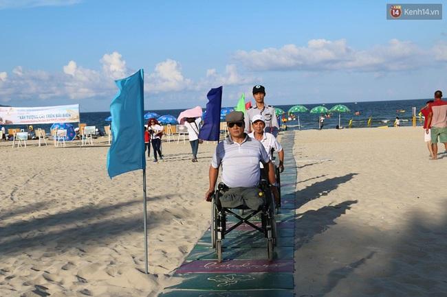 Đà Nẵng khánh thành đường ra biển dành riêng cho người khuyết tật - Ảnh 2.