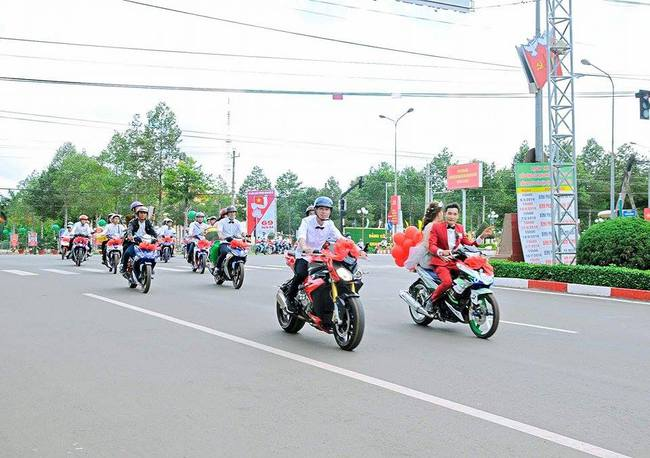 Đẹp mắt với dàn rước dâu với 90 xe Yamaha Exciter tại Bình Phước - Ảnh 5.