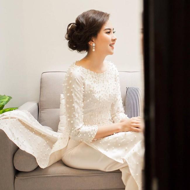 Ngắm trọn bộ 7 chiếc váy cưới, 4 bộ áo dài cùng loạt phụ kiện xa xỉ của cô gái thời tiết Mai Ngọc - Ảnh 23.