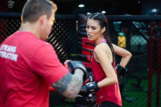 Huyền thoại MMA ngạc nhiên về khả năng võ thuật của Lan Khuê - Ảnh 9.