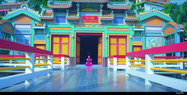 Chùa Long Sơn (Nha Trang) bất ngờ xuất hiện trong MV của chủ nhân hit Run Away (U&I) - Ảnh 4.