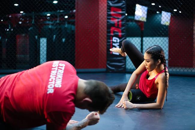 Huyền thoại MMA ngạc nhiên về khả năng võ thuật của Lan Khuê - Ảnh 10.