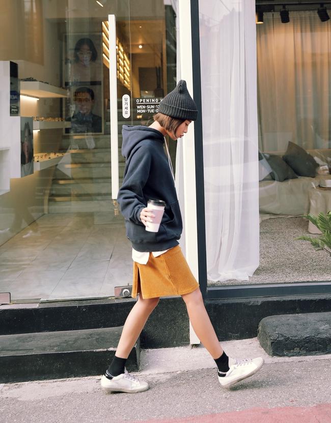 Trời lạnh lắm rồi, bạn đã biết cách mặc đúng trend với 6 món đang có sẵn trong tủ chưa? - Ảnh 2.
