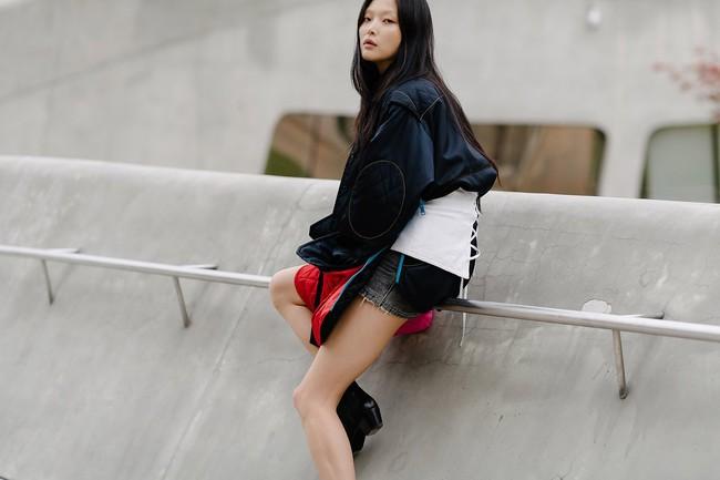 5 xu hướng làm đẹp con gái Hàn lăng xê liên tục tại Tuần lễ thời trang Seoul - Ảnh 3.