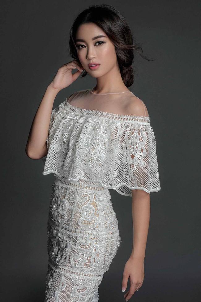 Hoa hậu Mỹ Linh hiền lành giữa dàn mỹ nhân sexy tới bến như Angela Phương Trinh, Mai Ngô, Chi Pu... - Ảnh 2.