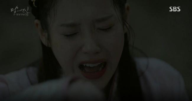 Moon Lovers: Đánh nhau chán chê, hoàng tử Baekhyun lại đột nhiên phải lòng IU - Ảnh 19.