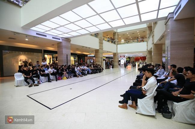 Vietnam International Fashion Week rục rịch tuyển mẫu, chuẩn bị tổ chức tại Hà Nội - Ảnh 2.