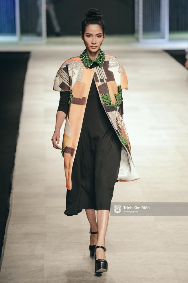 Hot girl Hà Lade tái xuất sàn catwalk, Hoàng Thùy làm vedette trong đêm diễn thứ 2 của Vietnam International Fashion Week - Ảnh 6.