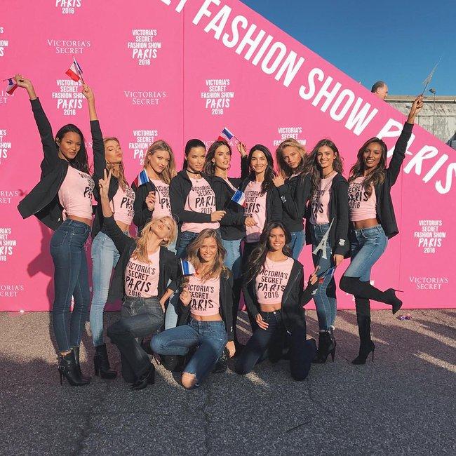 Dàn thiên thần Victorias Secret tưng bừng lên đường sang Paris chuẩn bị cho VSFS 2016 - Ảnh 3.