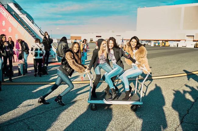 Dàn thiên thần Victorias Secret tưng bừng lên đường sang Paris chuẩn bị cho VSFS 2016 - Ảnh 6.