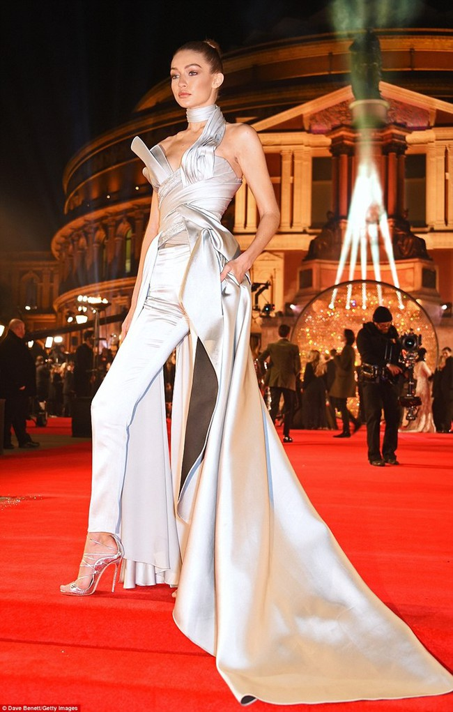 Kiêu sa là thế, vậy mà Gigi Hadid lại mắc cái lỗi đáng ghét này khi nhận giải Người mẫu của năm! - Ảnh 2.