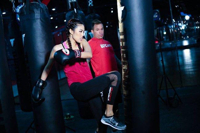 Huyền thoại MMA ngạc nhiên về khả năng võ thuật của Lan Khuê - Ảnh 6.