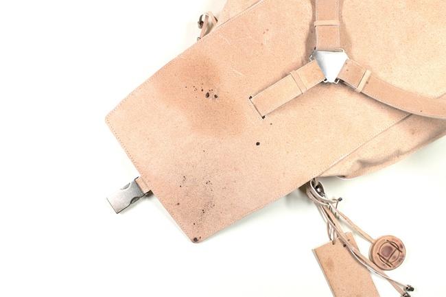 Ý tưởng độc-dị: Sản xuất áo khoác và túi từ... tế bào da của NTK quá cố Alexander McQueen - Ảnh 6.