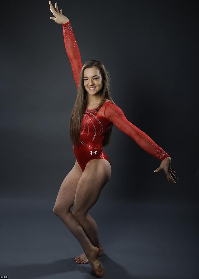 Mỗi vận động viên tuyển thể dục dụng cụ Mỹ tại Olympic đều sở hữu set đồng phục gần 300 triệu đồng - Ảnh 4.