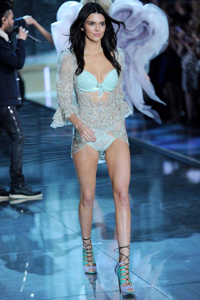 Không chỉ bộ sậu Gigi Hadid, Kendall Jenner, cả Karlie Kloss cũng sẽ trở lại với Victorias Secret Fashion Show năm nay - Ảnh 3.