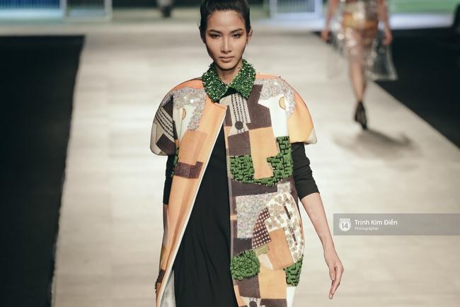 Hot girl Hà Lade tái xuất sàn catwalk, Hoàng Thùy làm vedette trong đêm diễn thứ 2 của Vietnam International Fashion Week - Ảnh 7.