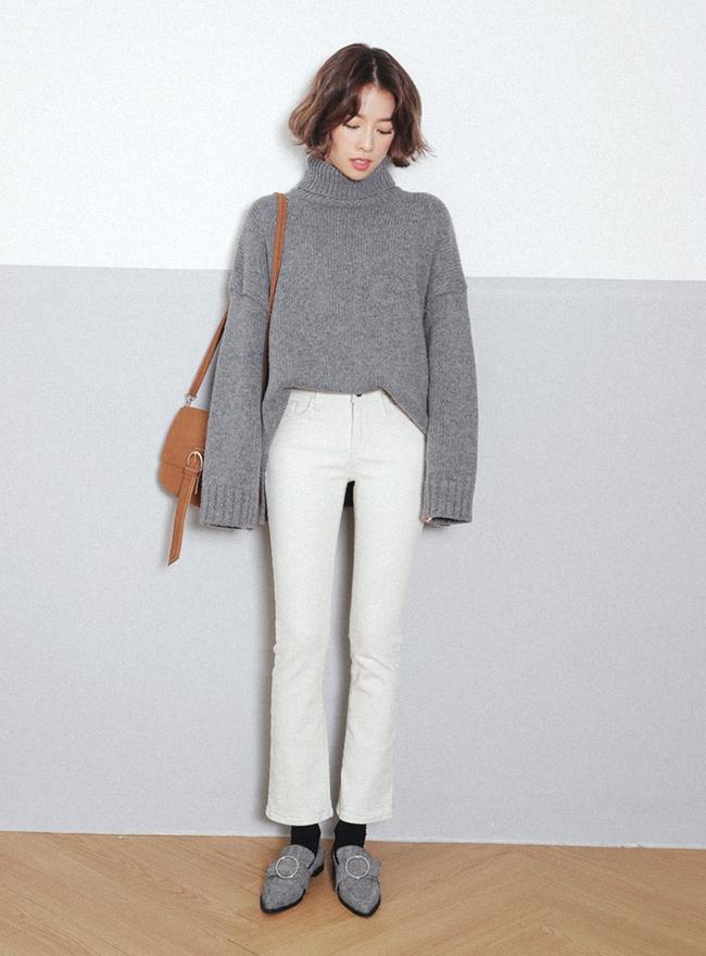 Mùa của những chiếc áo len cổ lọ đã đến, và đây là 7 cách diện thật chuẩn item này - Ảnh 12.