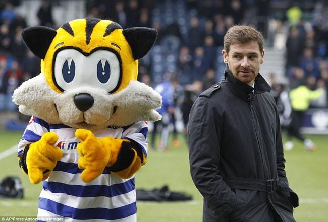 Những hình ảnh vui nhộn giữa huấn luyện viên và linh vật ở Premier League - Ảnh 10.