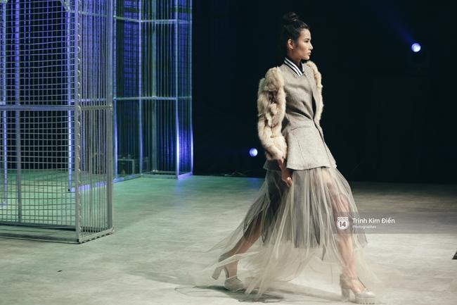 Hot girl Hà Lade tái xuất sàn catwalk, Hoàng Thùy làm vedette trong đêm diễn thứ 2 của Vietnam International Fashion Week - Ảnh 4.