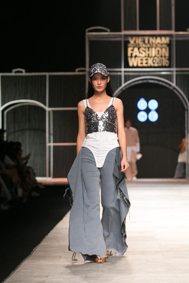 Hot girl Hà Lade tái xuất sàn catwalk, Hoàng Thùy làm vedette trong đêm diễn thứ 2 của Vietnam International Fashion Week - Ảnh 97.