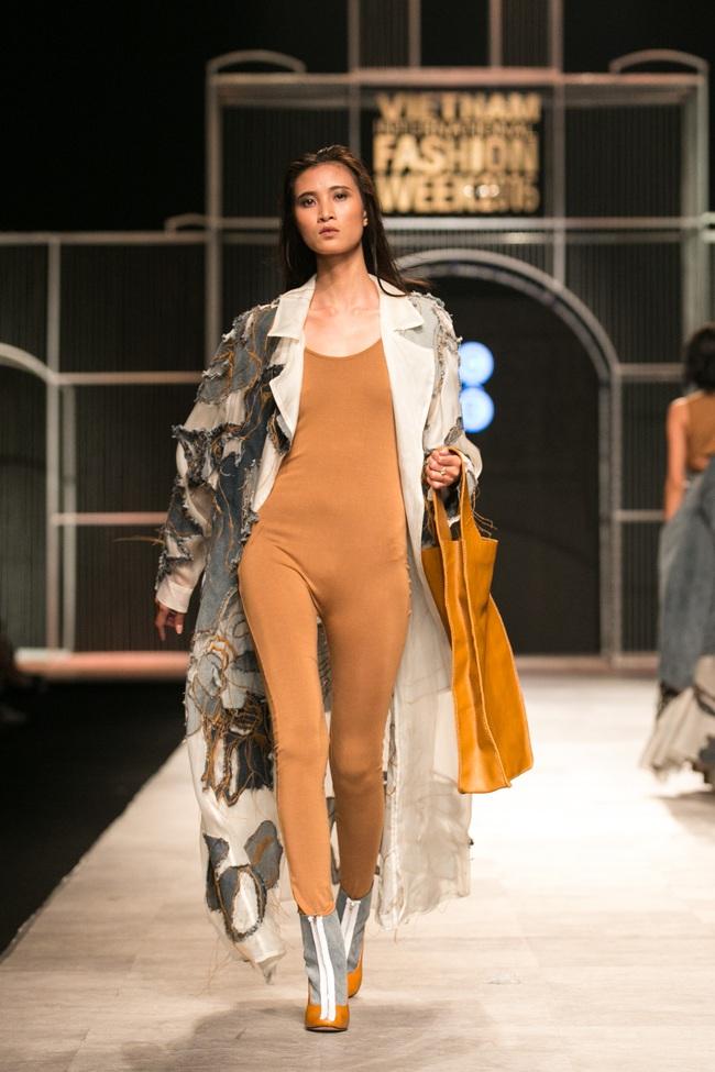 Hot girl Hà Lade tái xuất sàn catwalk, Hoàng Thùy làm vedette trong đêm diễn thứ 2 của Vietnam International Fashion Week - Ảnh 100.