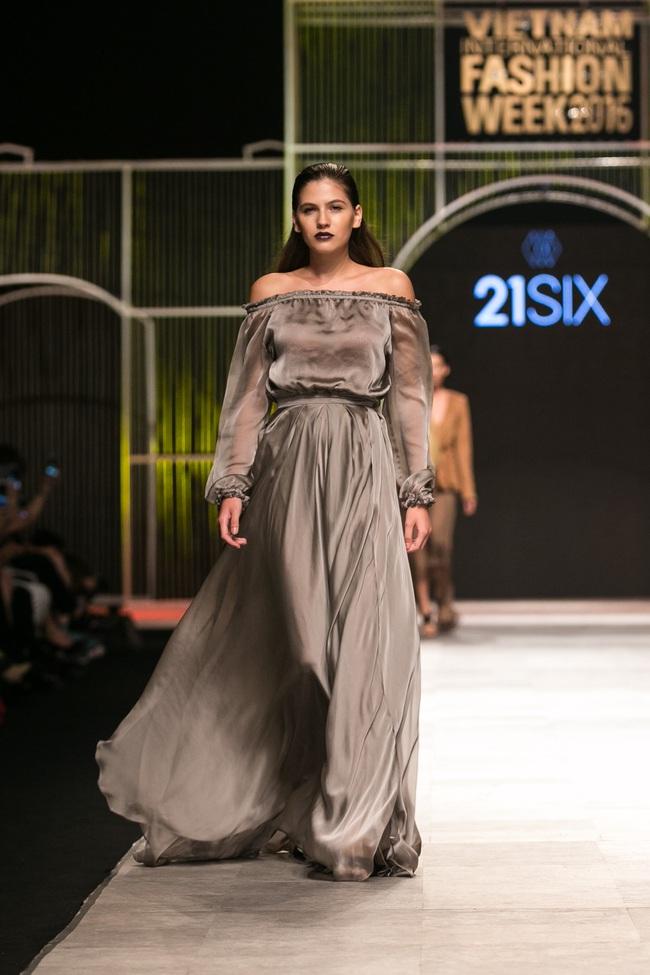 Phí Phương Anh lại xuất hiện trên sàn diễn thời trang, đọ trình catwalk cùng đàn chị - Ảnh 23.